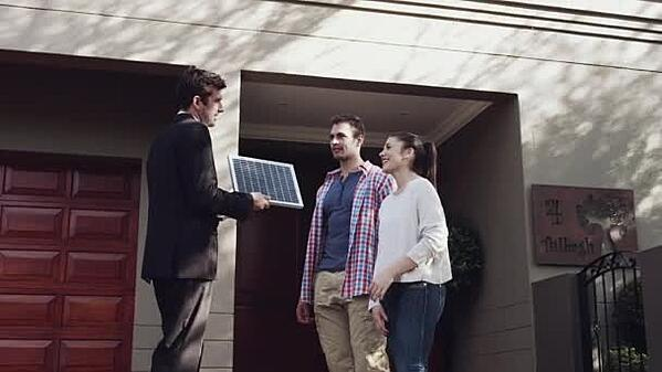 salesman-selling-solar-panel-to